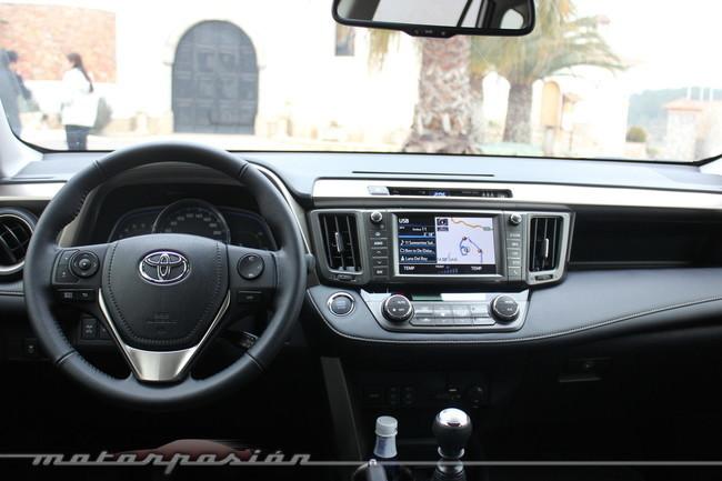 Toyota RAV4 2013, vista interior