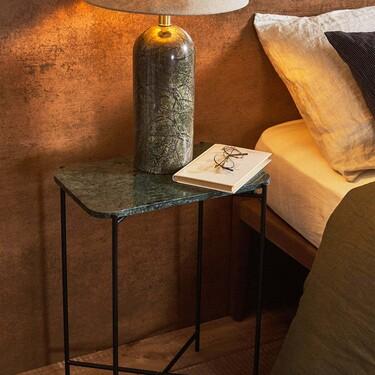 De metacrilato, de mármol o de madera; así son las mejores mesillas o mesas auxiliares de Zara Home para el dormitorio