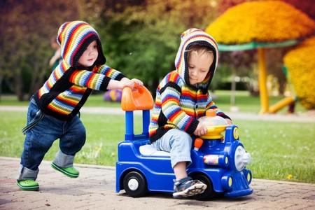 Hermanos jugando