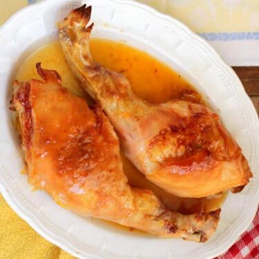 Cochinillo asado con salsa picante de mandarinas, la receta más original de asado para Navidad