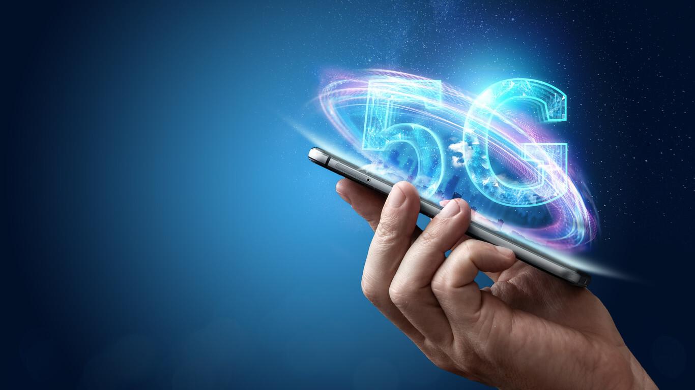El Gobierno facilita el despliegue del 5G: ayudas para las operadoras y cambios en la subasta de los 700 MHz