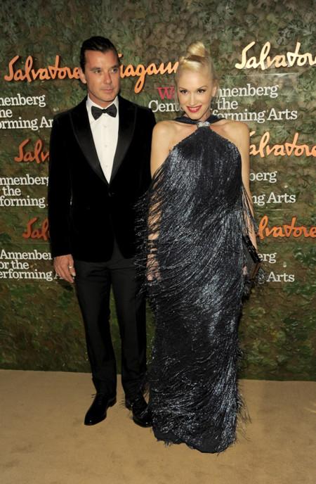 Gwen Stefani vestido gris perla con flecos de Salvatore Ferragamo en la Gala inaugural del Centro de Artes escénicas Willis Anneberg