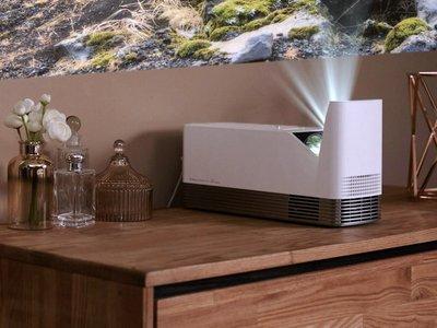 El nuevo proyector láser de tiro corto de LG promete más luminosidad y 100 pulgadas a 12 cm de la pared