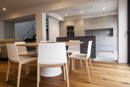 Puertas abiertas: pavimentos y revestimientos marcan la diferencia entre cocina y salón