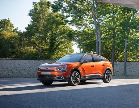 Cambio radical: el nuevo Citroën C4 se estrena como coche eléctrico con un original diseño de SUV compacto