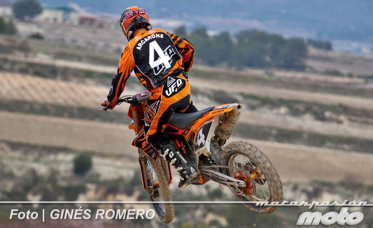 Foto de Álvaro Lozano empieza venciendo en el Campeonato de España de MX Élite 2012 (10/38)