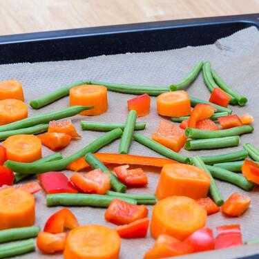 Papel de horno o sulfurizado y papel de aluminio: cuándo es mejor usar cada uno en la cocina