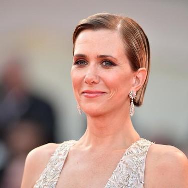 Kristen Wiig se convierte en una princesa de cuento en el Festival de Cine de Venecia