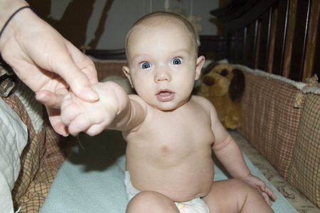 El niño ¿aprende a sentarse o hay que enseñarle?
