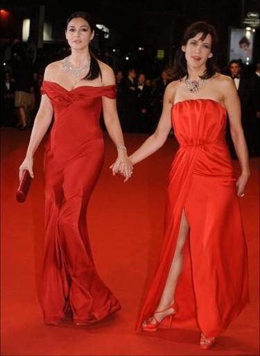 El glamour por fin llega a Cannes: Monica Bellucci y Sophie Marceau, dos mujeres de rojo
