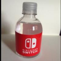 Se subasta en Ebay una botella de agua con el logo de Switch. Precio de salida: 100 dólares