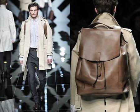 Burberry también se apunta a la moda de las mochilas