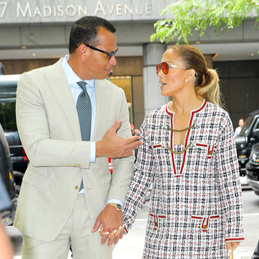 Jennifer López nos enamora con otro look fabuloso