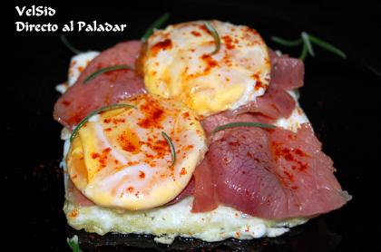 Huevo deconstruido al pimentón con jamón serrano