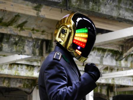 Esta réplica de casco de Daft Punk es mejor que el original y está hecha en España