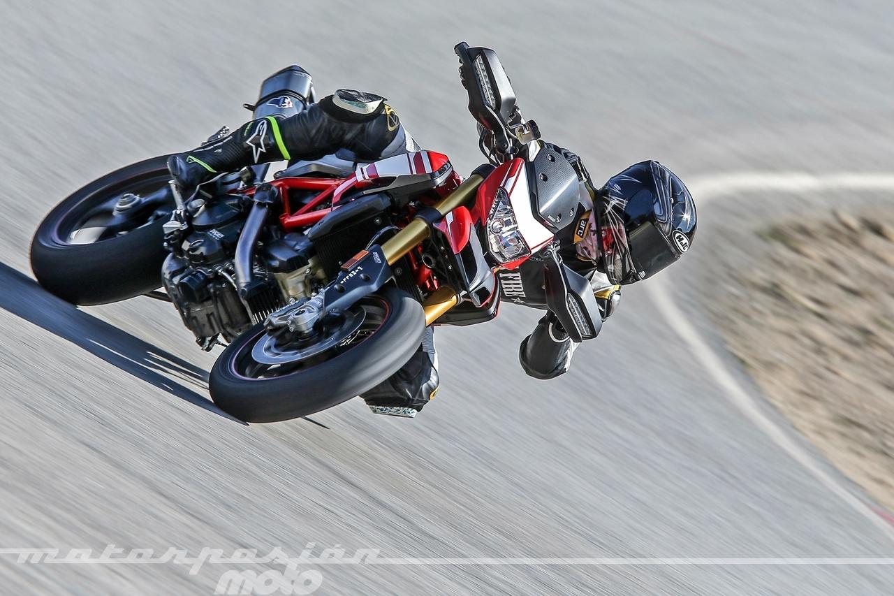 Foto de Ducati Hypermotard 939 SP - Motorpasión Moto (31/36)