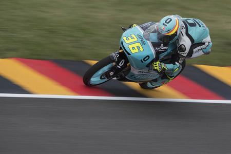 Con neumático duro, Joan Mir domina los libres del viernes en Moto3 en Alemania