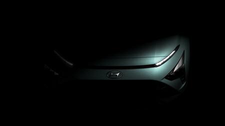 El Hyundai Bayon se asoma en la penumbra, un nuevo B-SUV basado en Accent e i20
