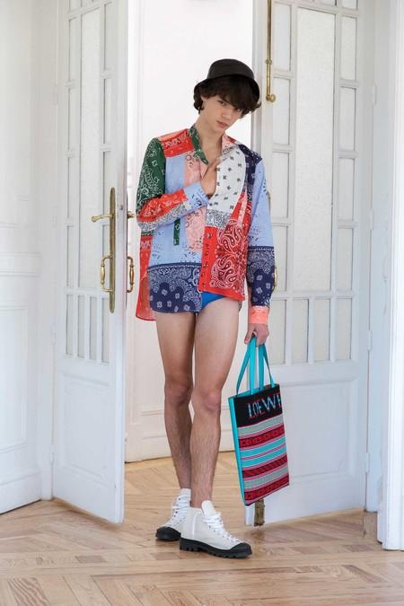 Clonados y pillados: la camisa más colorida de Loewe para llevar este verano ya está en Zara