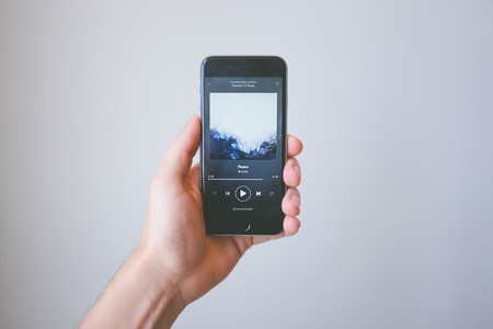 La Unión Europea estaría considerando investigar a Apple tras la quejas de Spotify por competencia desleal