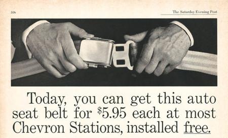 Cuando los coches no venían con cinturón de seguridad y te los tenían que montar en la gasolinera