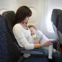 ¿A partir de qué edad puede viajar en avión un bebé?