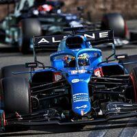 La magia de Fernando Alonso volvió en Bakú: una exhibición de adelantamientos para tapar las carencias de Alpine