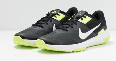 Chollo en Asos con las zapatillas Varsity Compete 3 de Nike, que pueden ser nuestras por 44,10 euros en varias tallas