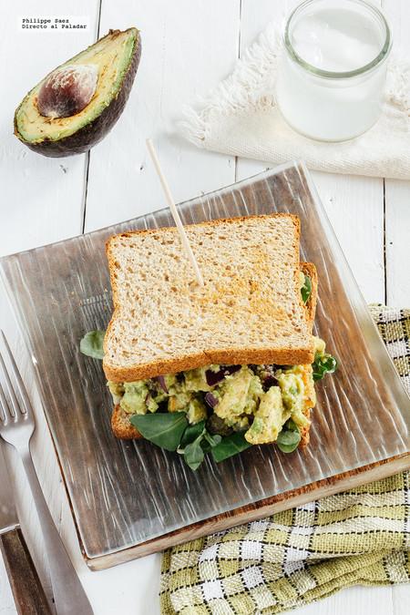 Sándwich de ensalada de pollo y aguacate: receta