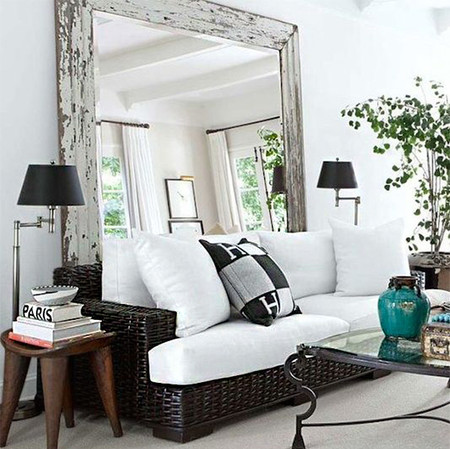 17 ideas de c mo colocar un espejo en el sal n de tu casa for Como decorar el techo de mi casa