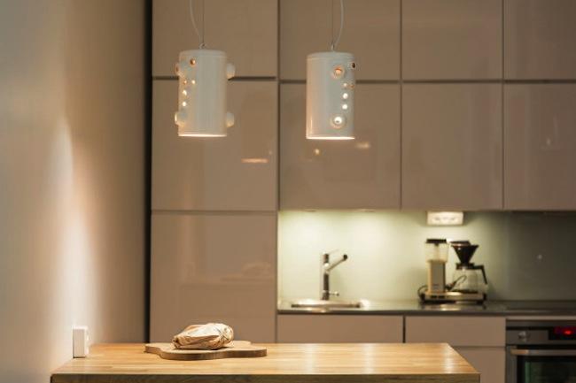 Recicladecoraci n elegantes l mparas hechas con piezas de - Piezas para lamparas ...
