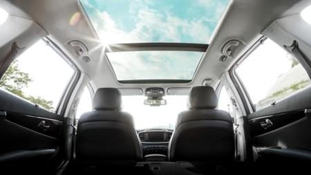 De los cubreasientos de bolas al volante calefactable: la evolución del diseño de interiores en los coches
