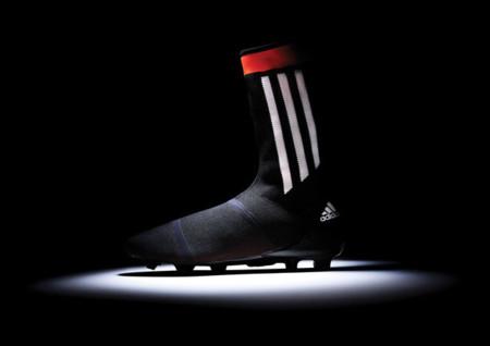 Botas de fútbol con calcetín incorporado de Adidas y Nike