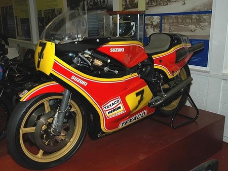 Suzuki RG 500 una moto de récord que cambió el mundial