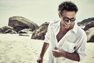 Vincent Cassel nuevo rostro de las gafas Vuarnet fotografiado por el gran Marcel Hartmann