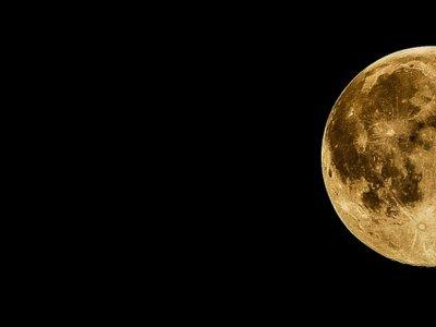 Cómo se ve la Luna si la enfocas con un zoom de 83 aumentos