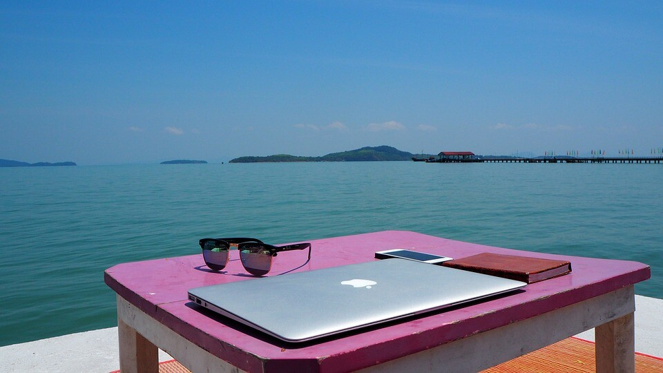 Airbnb quiere reinventarse como plataforma para nómadas digitales: estadías más largas, trabajo remoto y descuentos para probar otros lugares