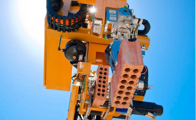 Hadrian Robot 968x596