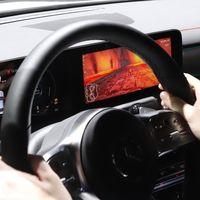 Mercedes te dejará jugar algo parecido a Mario Kart en la pantalla del auto... ¡y usar el volante como control!