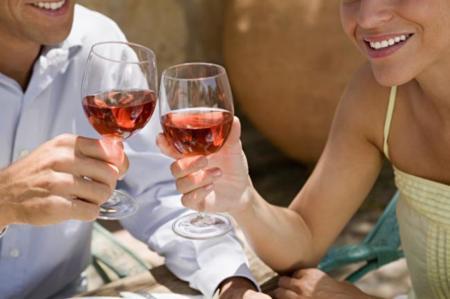 El consumo excesivo de alcohol en la mediana edad puede aumentar el riesgo de ictus