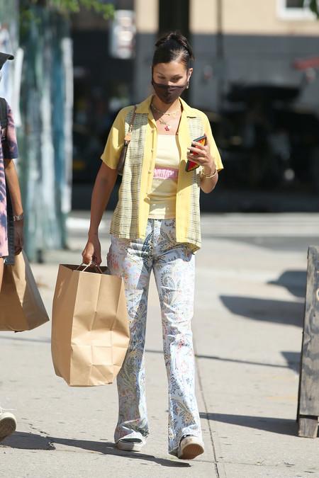 Bella Hadid Street Style Camisa