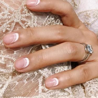 Si las puntas de tus uñas no aguantan con la manicura francesa, prueba esta versión reversible