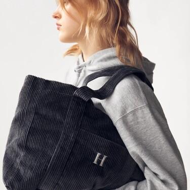 Los bolsos personalizables de Zara añaden nuevos diseños para que estas Navidades podamos hacer regalos únicos (y low-cost)
