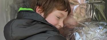 """La genial idea de una profesora para dar """"abrazos de cuarentena"""" a sus alumnos, sin riesgos de contagio"""
