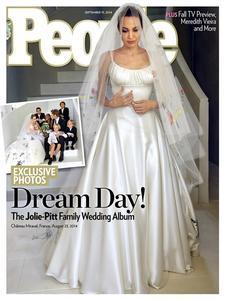 Y este fue el look de Angelina Jolie el día de su boda