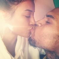 Karrueche Tran y Chris Brown, de lo más amorosos antes de ir a <em>rehab</em>