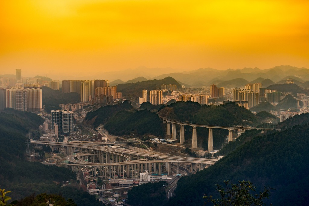 Este lío de carreteras está en la ciudad china de Guiyang y si te equivocas de salida aparecerás en Mordor capital