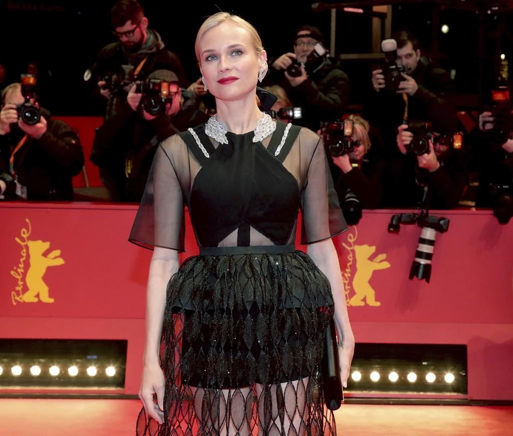 106343ff5 Diane Kruger deslumbra en la Berlinale con un vestido negro espectacular