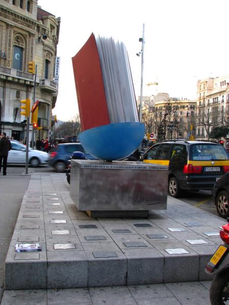 Monumento Libro