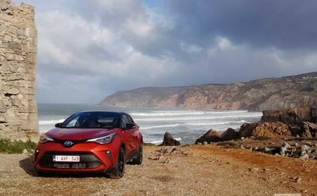 Probamos el nuevo Toyota C-HR: el SUV híbrido mantiene su habitabilidad, pero aumenta de potencia hasta 184 CV
